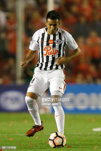 Luis Cardozo of Libertad drives the ball during a second leg match between Independiente and Libertad as part of the semifinals of Copa CONMEBOL...