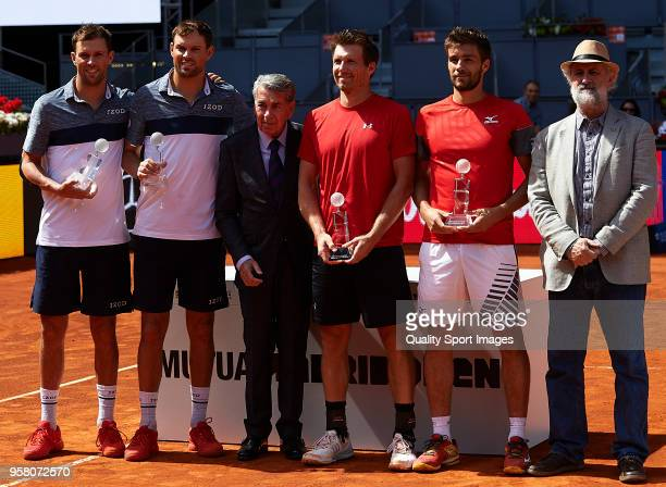 Luis Cueto Nikola Mektic of Croatia Alexander Peya of Austria Manolo Santana Bob Bryan of the United States and Mike Bryan of the United States pose...