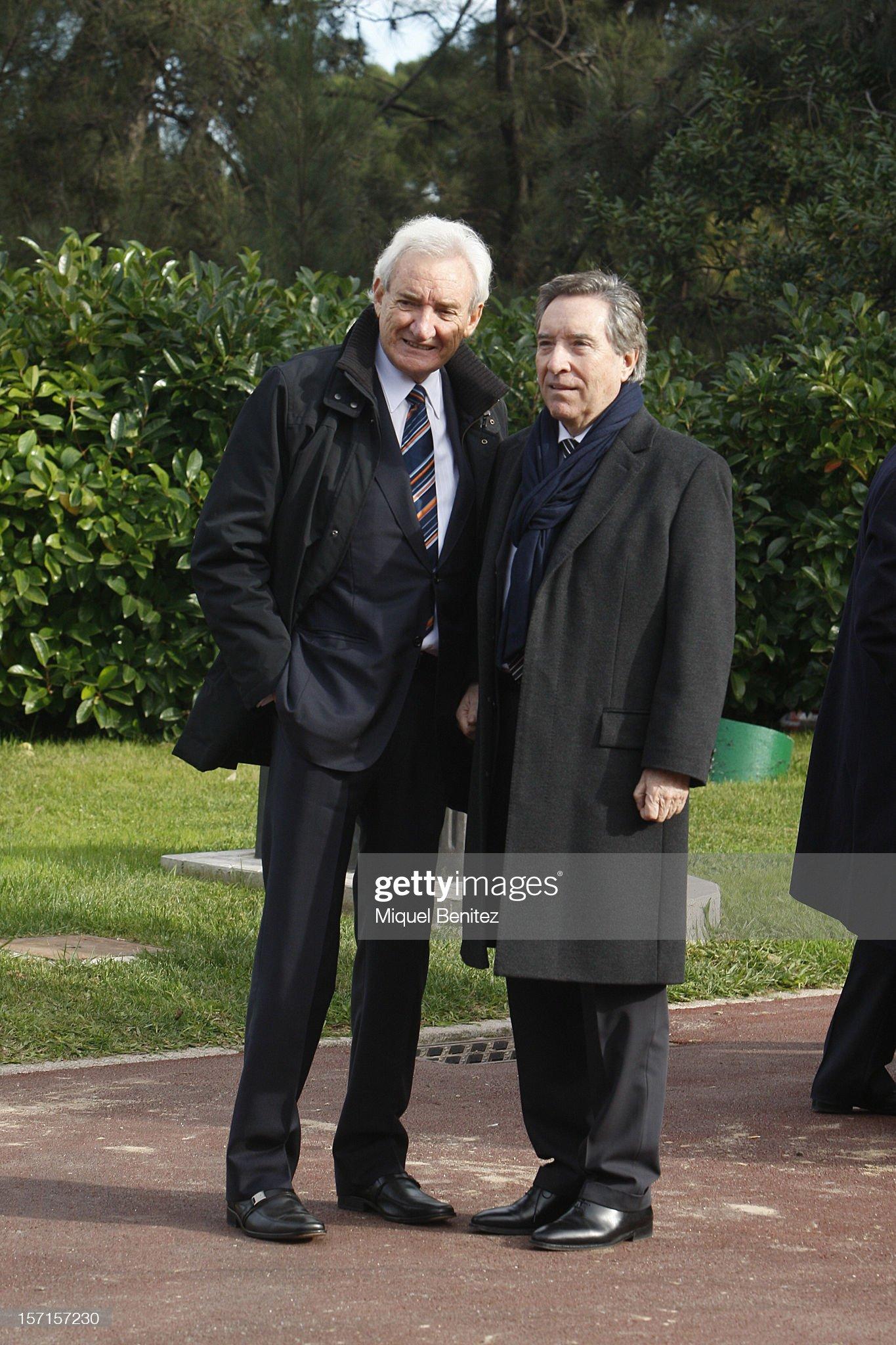 ¿Cuánto mide Iñaki Gabilondo? - Altura Luis-del-olmo-and-inaki-gabilondo-poses-during-the-press-conference-picture-id157157230?s=2048x2048