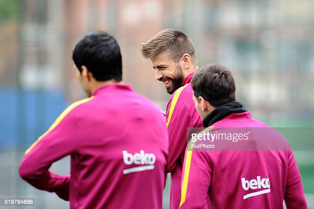 Luis Enrique Gerard Piqu and Lionel Messi of FC Barcelona speaking before start the FC Barcelona training session in Barcelona 8 of April 2016