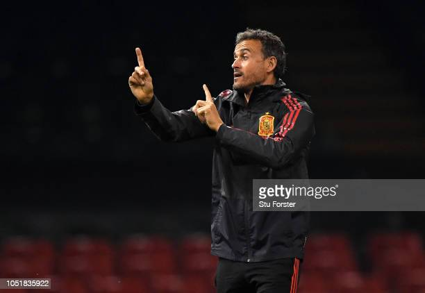 Luis Enrique Head Coach of Spain gives his team instructions during a Spain training session whilst under a closed roof at Principality Stadium on...