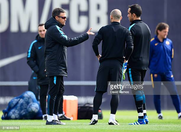 Luis Enrique manager of Barcelona in discussion with Javier Mascherano and Claudio Bravo during a Barcelona training session ahead of their UEFA...