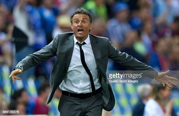 Luis Enrique Manager of FC Barcelona reacts during the Copa Del Rey Final match between FC Barcelona and Deportivo Alaves at Vicente Calderon stadium...