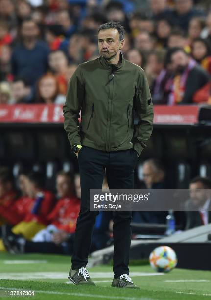 Luis Enrique Manager of Spain looks on during the 2020 UEFA European Championships group F qualifying match between Spain and Norway at Estadio...