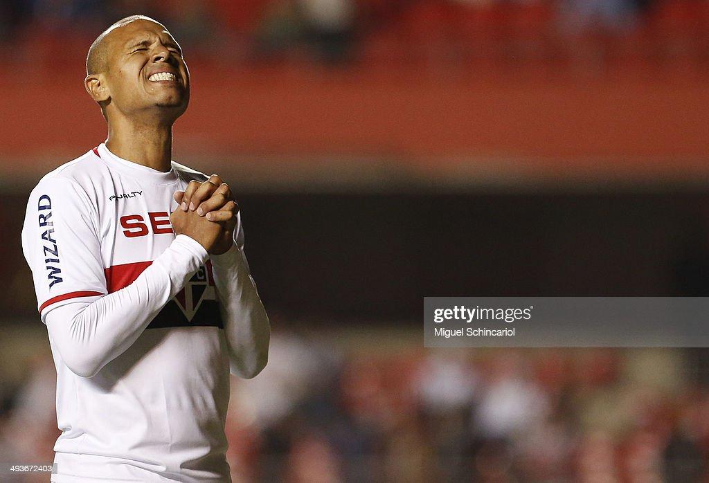 Sao Paulo v Gremio - Brasileirao Series A 2014
