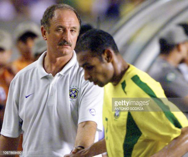 Luis Felipe Scolari coach for the brazilean soccer team talks with Emerson 27 March 2002 during a friendly game against Yugoslavia in Fortaleza...