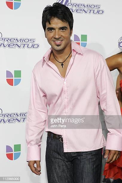 Luis Fonsi during 2005 Premios de la Juventud - Arrivals at University of Miami in Coral Gables, Florida, United States.