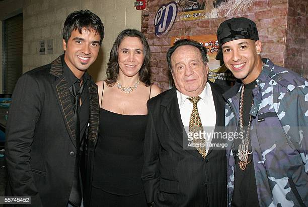 Luis Fonsi Florinda Mesa Roberto Gomez Bolanos and Daddy Yankee pose backstage at the 2nd Annual Premios Juventud Awards at the University of Miami...