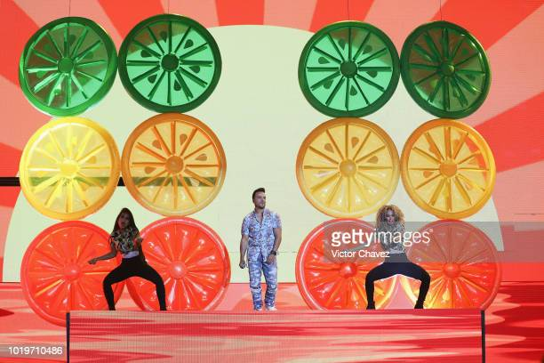 Luis Fonsi performs on stage during the Nickelodeon Kids' Choice Awards Mexico 2018 at Auditorio Nacional on August 19 2018 in Mexico City Mexico