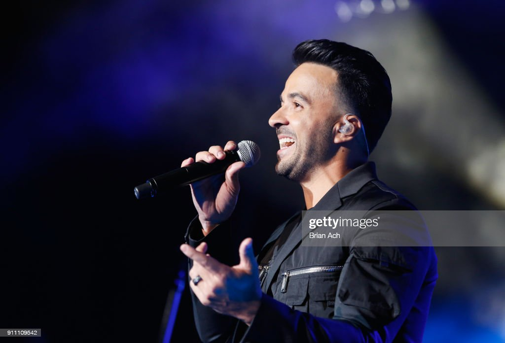 Luis Fonsi performs onstage during Sir Lucian Grainge's 2018 Artist Showcase presented by Citi with support from Remy Martin on January 27, 2018 in New York City.