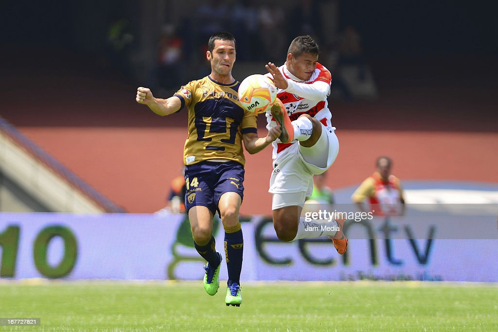 Luis Garcia (L) of Pumas struggles for the ball with Leonardo Bedolla (R) of Jaguares during the match as part of the Clausura 2013 Liga MX at Olimpico Stadium on April 28, 2013 in Mexico City, Mexico.