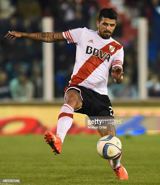 Luis Gonzalez of River Plate plays the ball during a match between Tigre and River Plate as part of 13th round of Torneo Primera Division 2015 at...