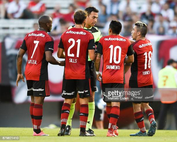 Luis Leal Juan Sills Brian Sarmiento and Joaquin Torres of Newell's Old Boys argue with referee Facundo Tello during a match between River and...