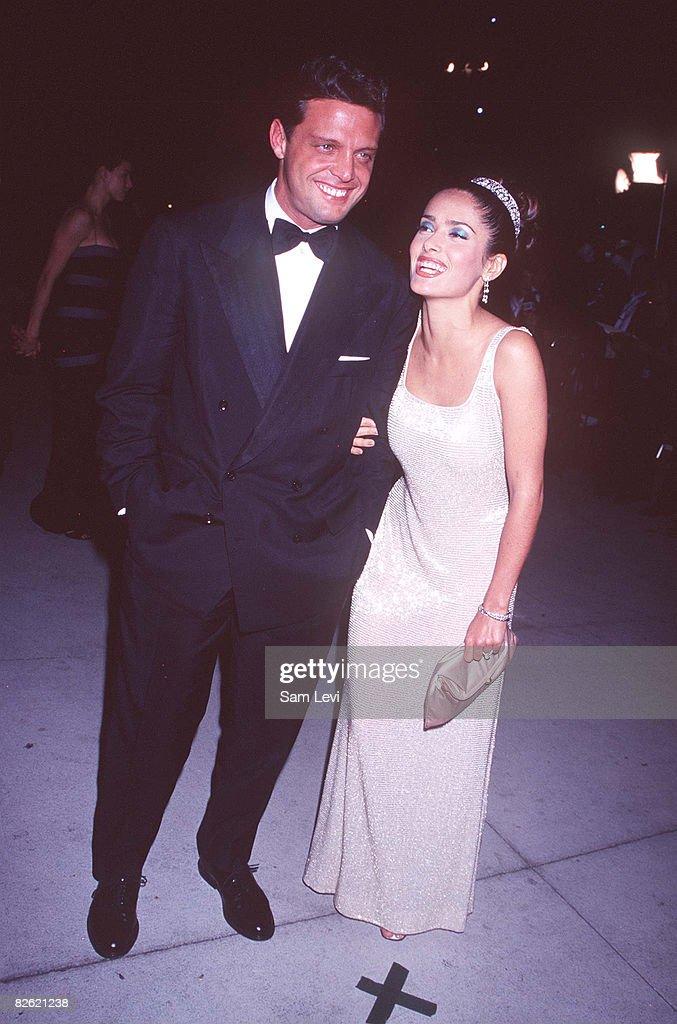 1997 Vanity Fair Oscar Party - Arrivals : News Photo