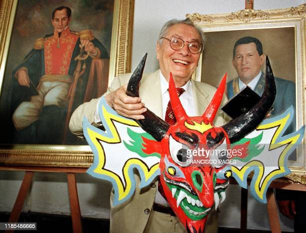 Luis Miquelena President of the National Assembly of Constituents holds a devil's mask Caracas Venezula 04 September 1999 Luis Miquelena Presidente...