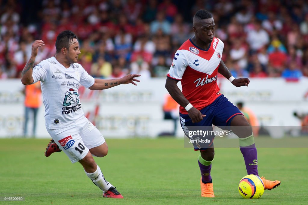 Luis Montes (L) of Leon and Miguel Murillo (R) of Veracruz fight for the ball during the 15th round match between Veracruz and Leon as part of the Torneo Clausura 2018 Liga MX at Luis 'Pirata' de la Fuente Stadium on April 15, 2018 in Veracruz, Mexico.