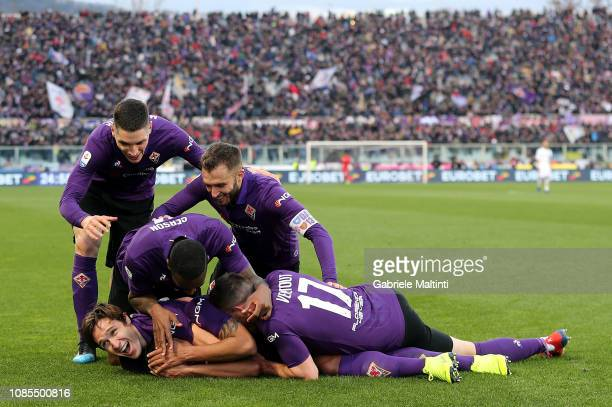 Luis Muriel of ACF Fiorentina celebrates after scoring a goal during the Serie A match between ACF Fiorentina and UC Sampdoria at Stadio Artemio...
