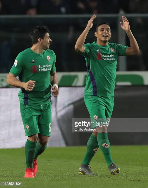 Luis Muriel of ACF Fiorentina celebrates with his teammate Giovanni Simeone after scoring the opening goal during the Serie A match between Atalanta...