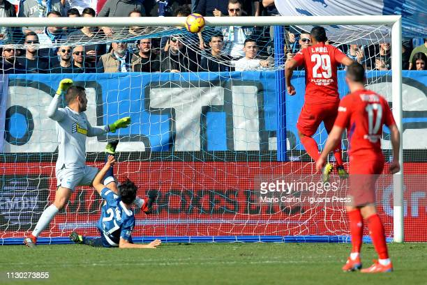 Luis Muriel of ACF Fiorentina heads the ball and hits the bar during the Serie A match between SPAL and ACF Fiorentina at Stadio Paolo Mazza on...