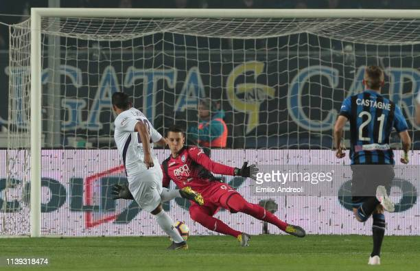 Luis Muriel of ACF Fiorentina scores the opening goal during the TIM Cup match between Atalanta BC and ACF Fiorentina at Stadio Atleti Azzurri...