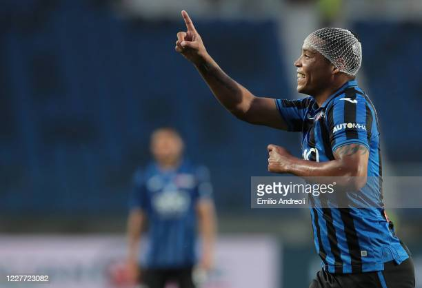 Luis Muriel of Atalanta BC celebrates after scoring the opening goal during the Serie A match between Atalanta BC and Bologna FC at Gewiss Stadium on...