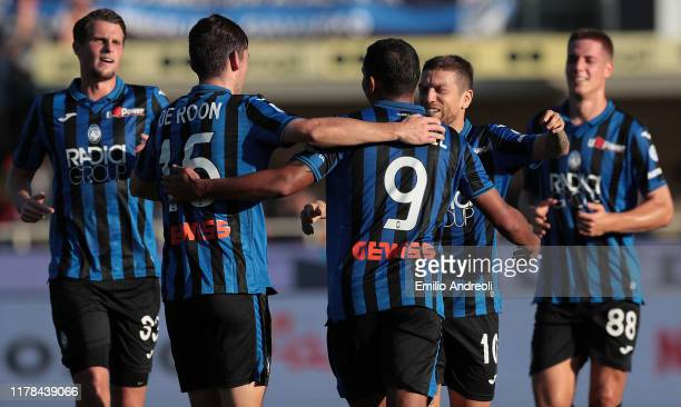 Luis Muriel of Atalanta BC celebrates his goal with his teammates during the Serie A match between Atalanta BC and Udinese Calcio at Gewiss Stadium...