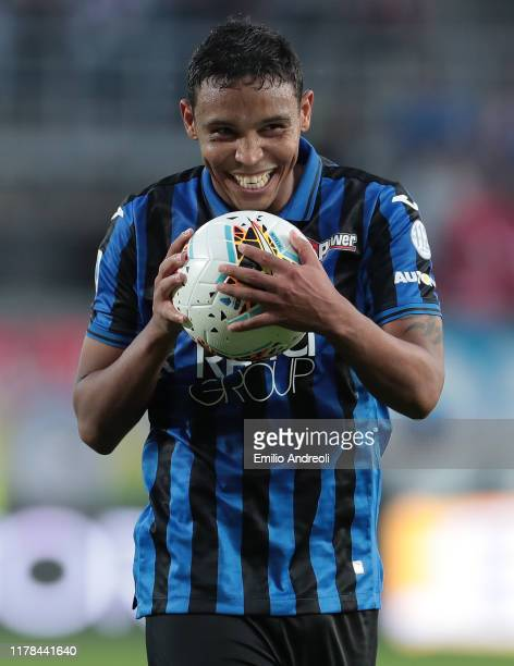 Luis Muriel of Atalanta BC celebrates the victory at the end of the Serie A match between Atalanta BC and Udinese Calcio at Gewiss Stadium on October...