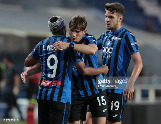 Luis Muriel of Atalanta BC celebrates with his teammates Marten De Roon and Berat Djimsiti after scoring the opening goal during the Serie A match...