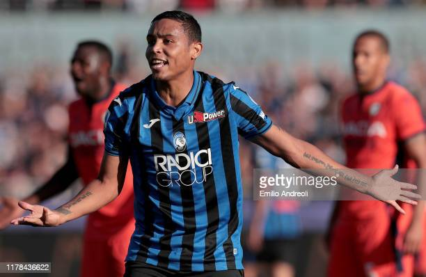 Luis Muriel of Atalanta BC gestures during the Serie A match between Atalanta BC and Udinese Calcio at Gewiss Stadium on October 27 2019 in Bergamo...