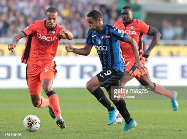 Luis Muriel of Atalanta BC is challenged by William Ekong of Udinese Calcio during the Serie A match between Atalanta BC and Udinese Calcio at Gewiss...