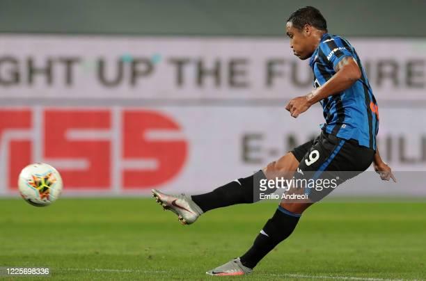 Luis Muriel of Atalanta BC scores his goal during the Serie A match between Atalanta BC and UC Sampdoria at Gewiss Stadium on July 8, 2020 in...