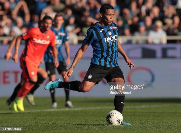 Luis Muriel of Atalanta BC scores his goal on a penalty kick during the Serie A match between Atalanta BC and Udinese Calcio at Gewiss Stadium on...