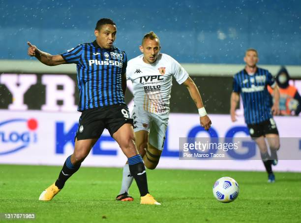 Luis Muriel of Atalanta B.C. Scores their side's first goal whilst under pressure from Riccardo Improta of Benevento Calcio during the Serie A match...