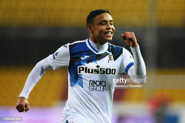 Luis Muriel of Atalanta celebrates after scoring their sides fourth goal during the Serie A match between Benevento Calcio and Atalanta BC at Stadio...
