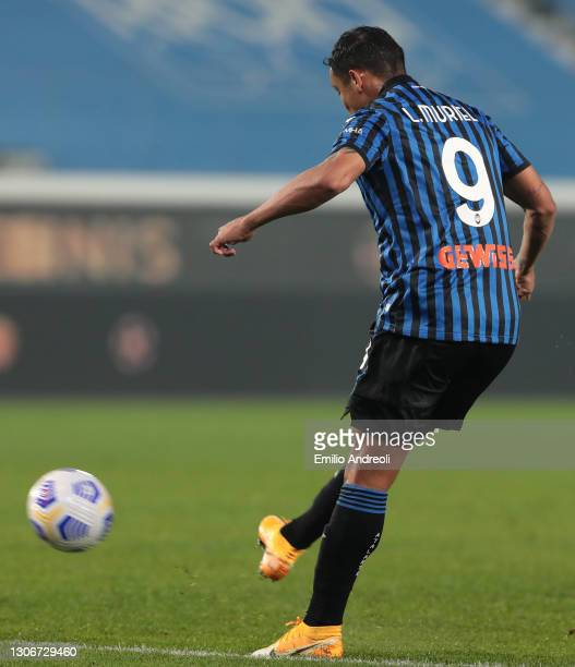Luis Muriel of Atalanta scores the 2nd goal during the Serie A match between Atalanta BC and Spezia Calcio at Gewiss Stadium on March 12, 2021 in...