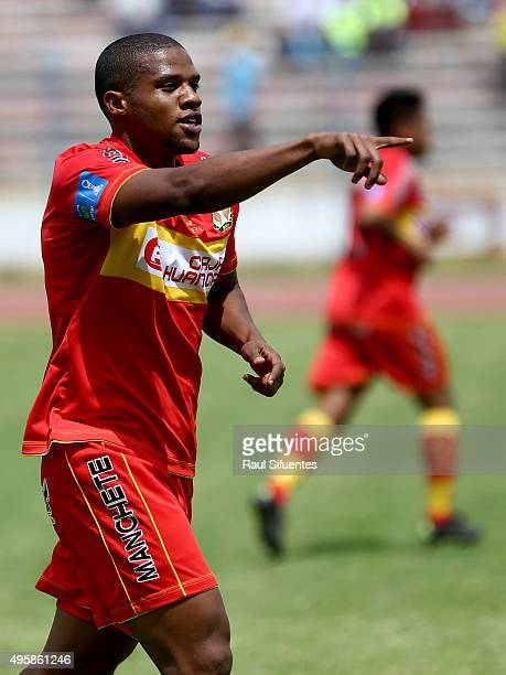Luis Perea of Sport Huancayo celebrates the first goal of his team against Sporting Cristal during a match between Sport Huancayo and Sporting...