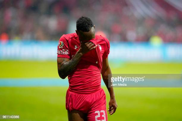 Luis Quiñónes of Toluca looks dejected after being defeated in the Final second leg match between Toluca and Santos Laguna as part of the Torneo...