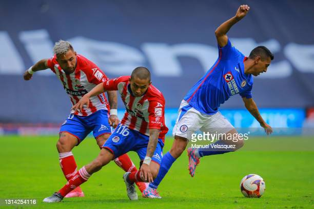 Luis Ramirez of Atletico San Luis struggles for the ball against Elías Hernández of Cruz Azul during the 16th round match between Cruz Azul and...