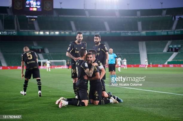 Luis Rioja of Deportivo Alaves celebrates with team mates after scoring their side's second goal during the La Liga Santander match between Elche CF...