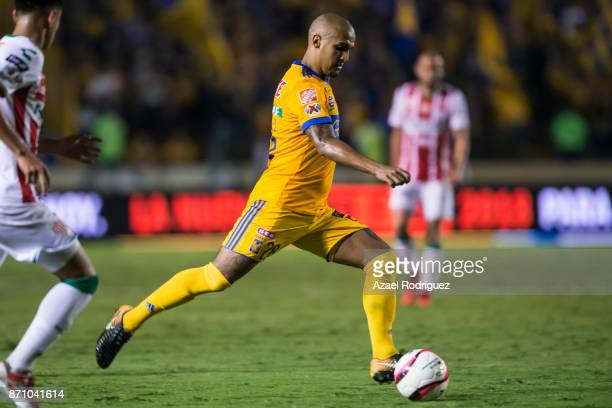 Luis Rodriguez of Tigres drives the ball during the 16th round match between Tigres UANL and Necaxa as part of the Torneo Apertura 2017 Liga MX at...