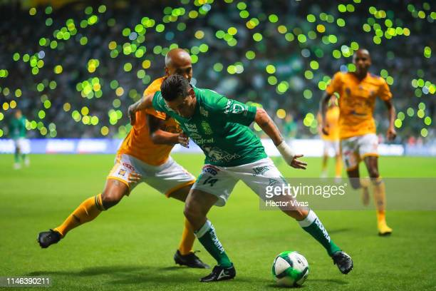 Luis Rodriguez of Tigres struggles for the ball with Rubens Sambueza of Leon during the final second leg match between Leon and Tigres UANL as part...