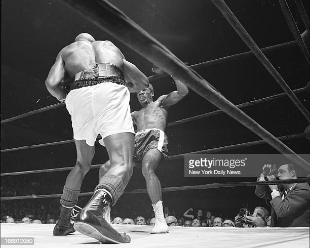 Luis Rodriguez vs Rubin Hurricane Carter at Garden Former welterweight champion Luis Rodriguez heads for the canvas after being decked by a stiff...