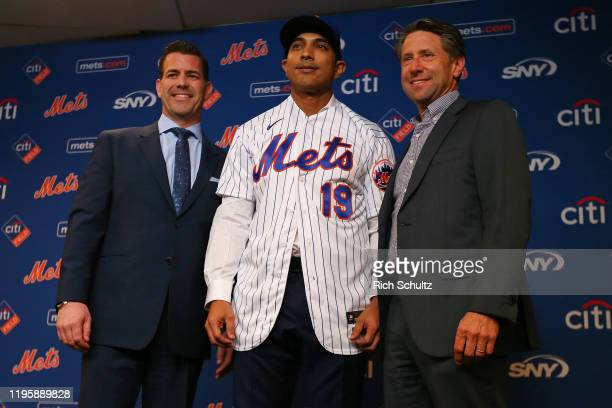 Luis Rojas stands between General Manager Brodie Van Wagenen and Chief Operating Officer Jeff Wilpon after being introduced as the new manager of the...