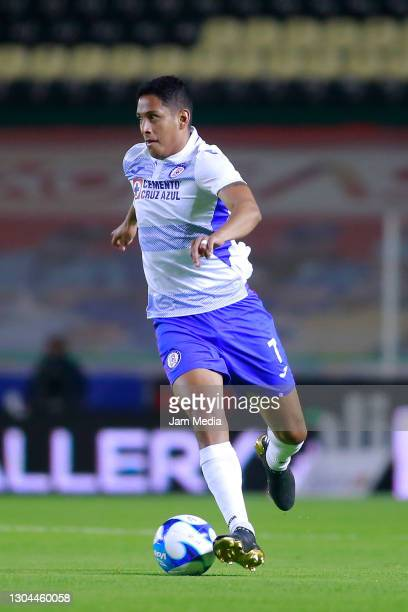 Luis Romo of Cruz Azul controls the ball during the 8th round match between Leon and Cruz Azul as part of the Torneo Guard1anes 2021 Liga MX at Leon...