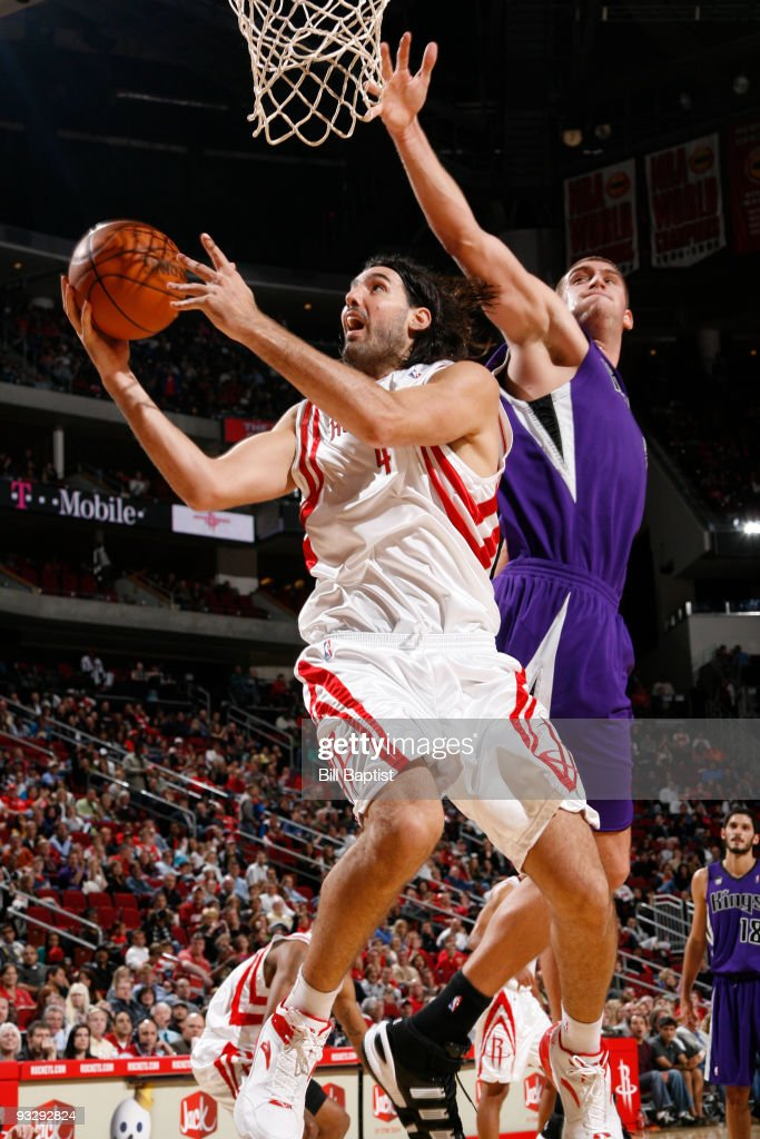 Luis Scola #4 of the Houston Rockets shoots the ball over Beno Udrih #19 of the Sacramento Kings on November 21, 2009 at the Toyota Center in Houston, Texas.