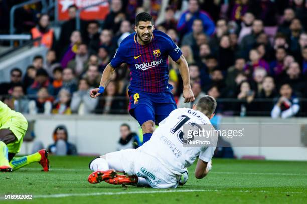 Luis Suarez from Uruguay of FC Barcelona in front of Vicente Guaita from Spain of Getafe during La Liga match between FC Barcelona v Getafe at Camp...