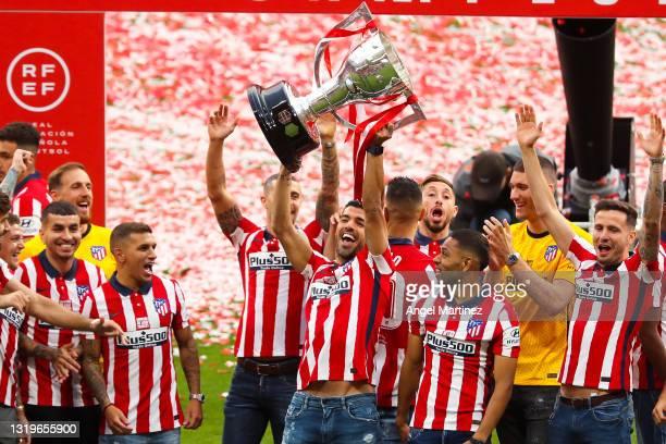 Luis Suarez of Atletico de Madrid celebrates with La Liga trophy during the trophy presentation at Estadio Wanda Metropolitano on May 23, 2021 in...