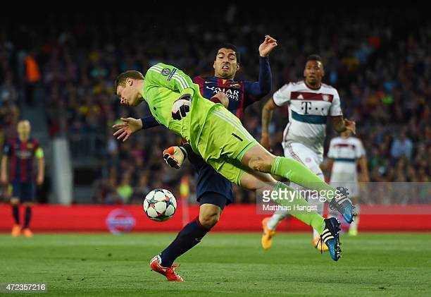 Luis Suarez of Barcelona and Manuel Neuer of Bayern Muenchen compete for the ball during the UEFA Champions League Semi Final first leg match between...