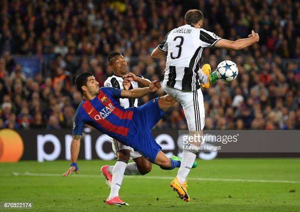 Luis Suarez of Barcelona attempts to volley the ball as Giorgio Chiellini of Juventus attempts to stop him during the UEFA Champions League Quarter...
