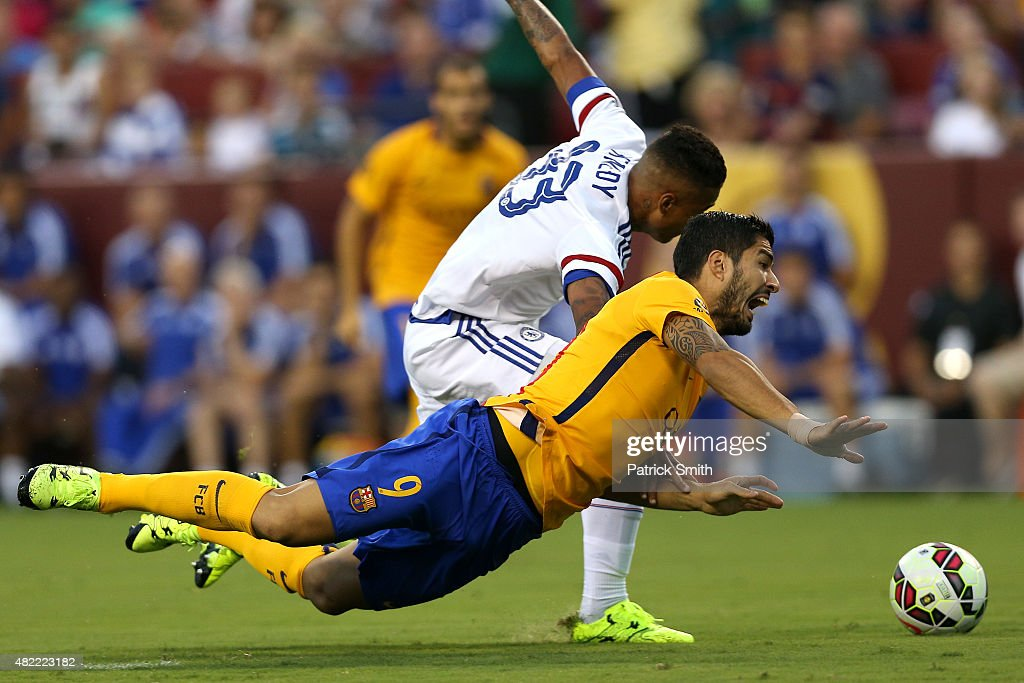 Luis Suarez #9 of Barcelona battles with Kenedy #33 of Chelsea for the ball in the first half during the International Champions Cup North America at FedExField on July 28, 2015 in Landover, Maryland.